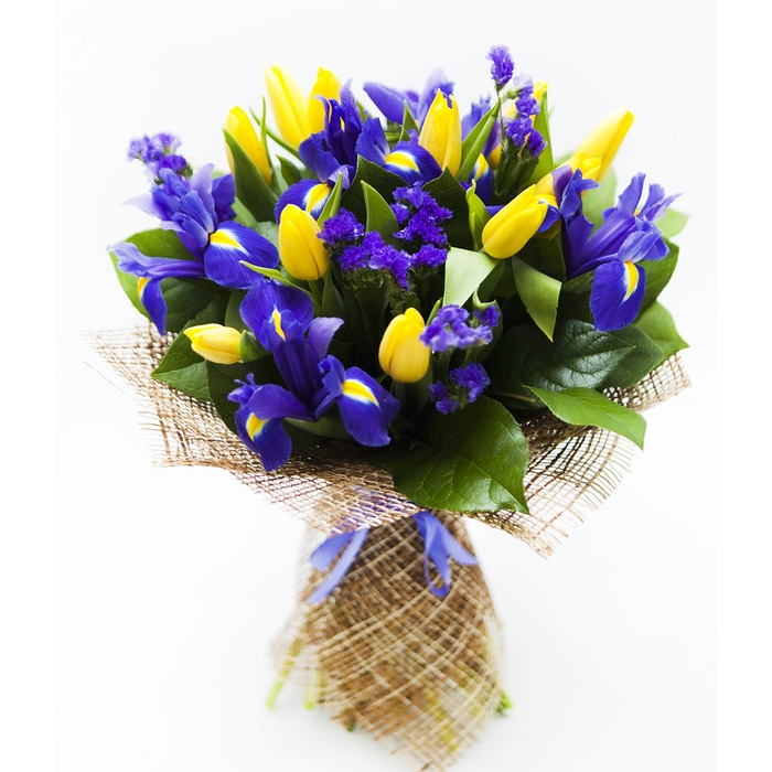 Mazzo Di Fiori Iris.Gift Idea For Birthday Give A Beautiful Bouquet Of Flowers